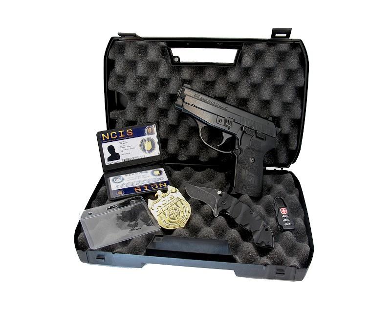 NCIS Dienstwaffe Pistole Sig P239 Dienstmarke pesönlicher Ausweis Messer