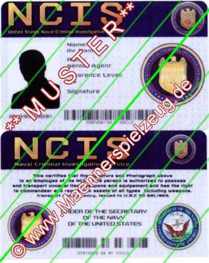 Bild Nr. 04 NCIS Dienstwaffe Pistole Sig P239 Dienstmarke pesönlicher Ausweis Messer