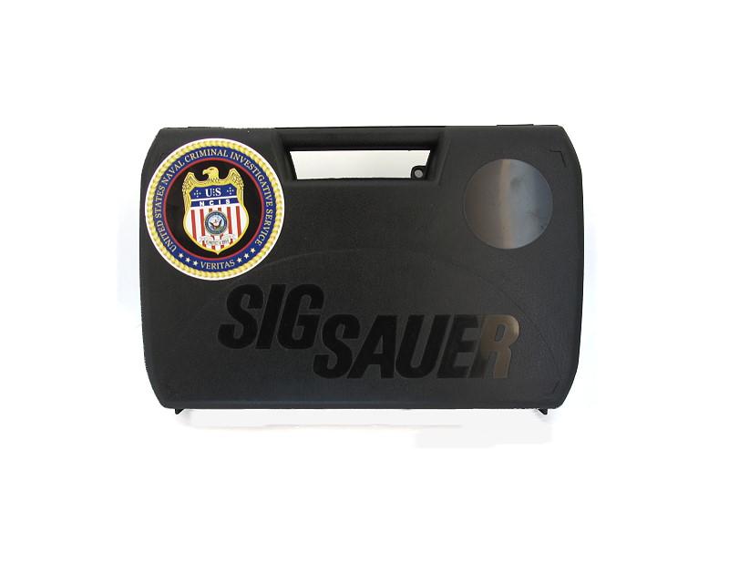 Bild Nr. 06 NCIS Dienstwaffe Pistole Sig P239 Dienstmarke pesönlicher Ausweis Messer