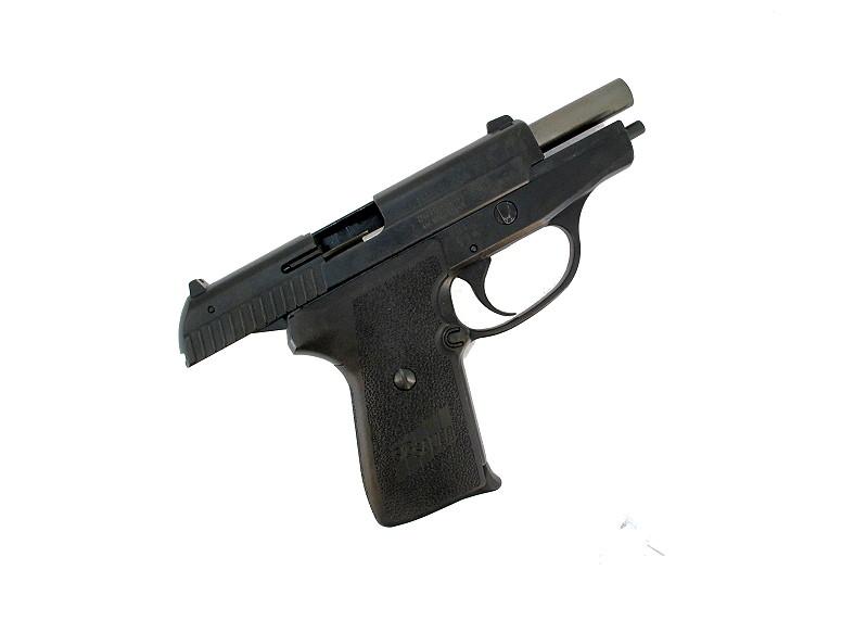 Bild NCIS Dienstwaffe Pistole Sig P239 Dienstmarke pesönlicher Ausweis Messer Abb. Nr. 08