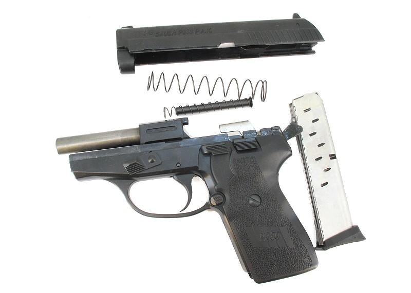 Bild NCIS Dienstwaffe Pistole Sig P239 Dienstmarke pesönlicher Ausweis Messer Abb. Nr. 14